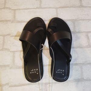 Black Toe Ring Slide Sandals